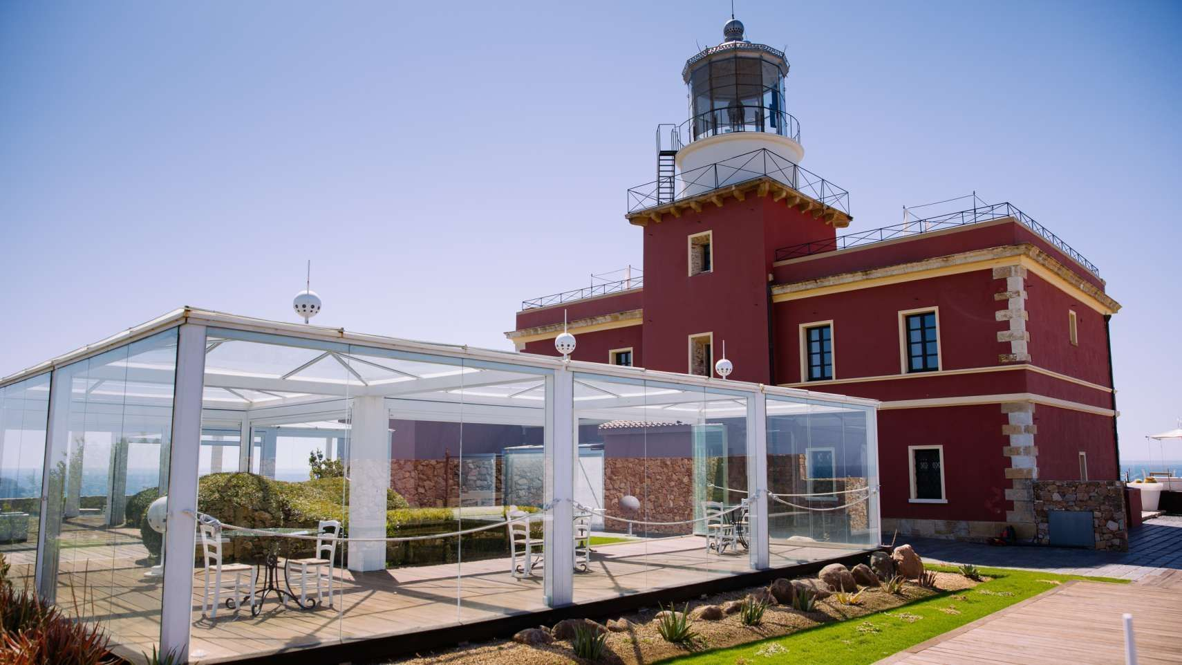 The Faro Capo-Spartivento: a very exclusive hotel in southern Sardinia. Six rooms set in a renovated lighthouse